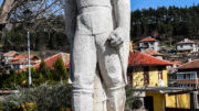 Красивият паметник на революционера Никола Караджов в центъра на Клисура