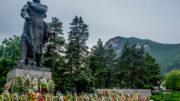Прекрасният и внушителен паметник на Христо Ботев в гар Враца